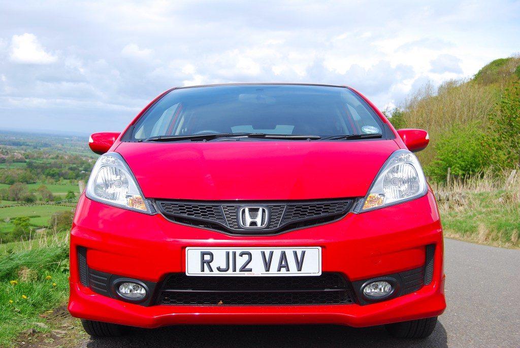 Вид спереди на Honda Jazz 2013