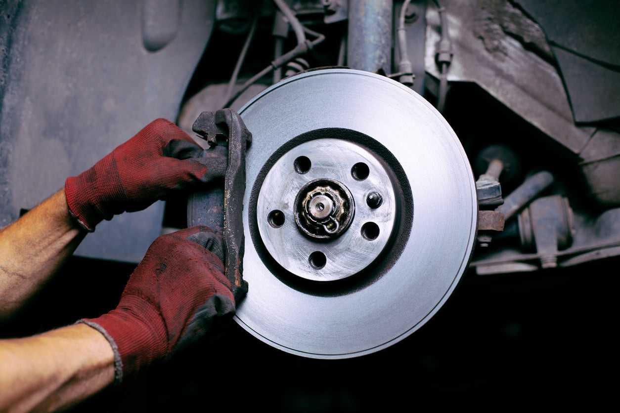Как определить износ тормозных колодок, дисков и барабанов?