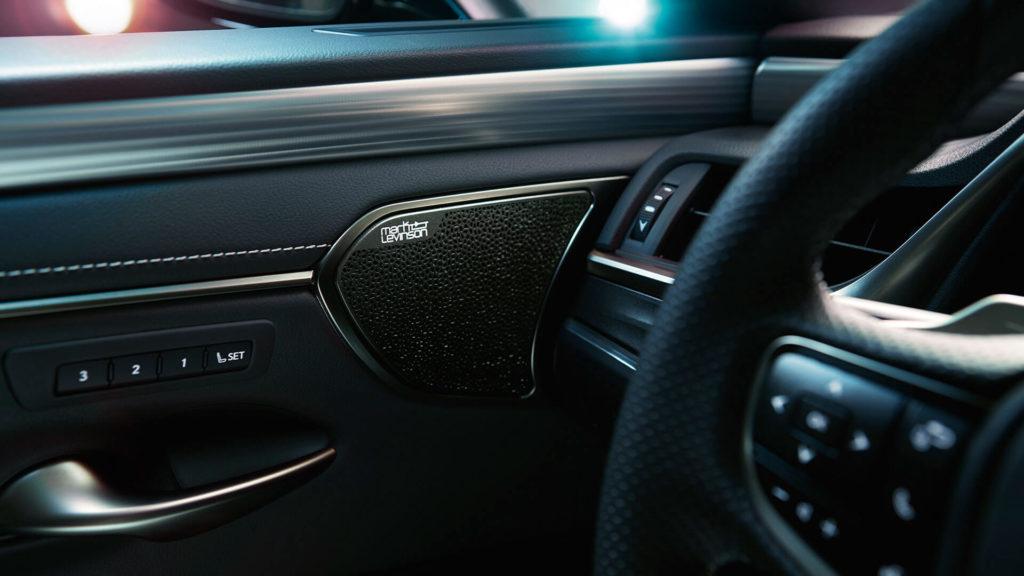 Лексус ES в новом кузове XV70 2019